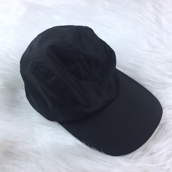 1c88fdf0a9aa1 GAP Accessories - Gap Fit Reflective Strap Black Running Hat